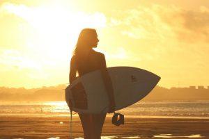 girl-surfin-sunset