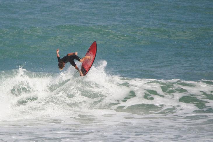 surfing-wave